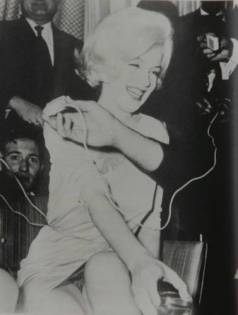 Monroe pelo